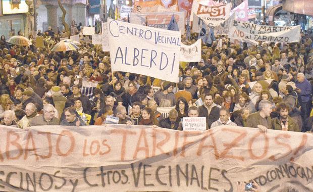 Telam Córdoba 14/7/2016 En Córdoba una multitud en la marcha   nacional contra el tarifazo 14/07/2016 foto Laura Lescano