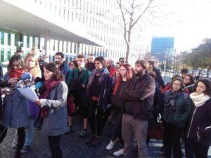 Conferencia de prensa frente a la Ciudad de la Justicia